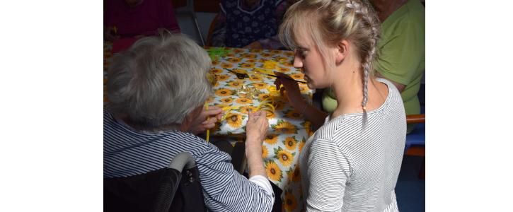 Hledáme dobrovolníky se šikovnýma  rukama, kteří by chtěli tvořit se seniory…
